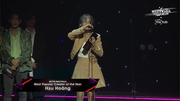 Hậu Hoàng nhận giải METUB WebTVAsia Creator Collaboration Video of the Year