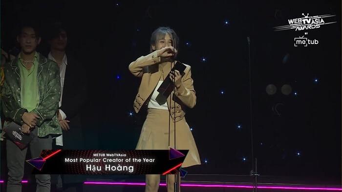 Hậu Hoàng nhận giải METUB WebTVAsia Creator Collaboration Video of the Year