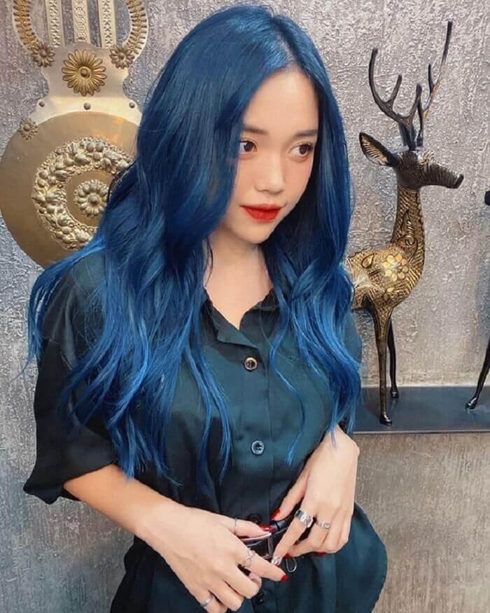 Linh Ngọc Đàm với mái tóc màu xanh trendy năm nay
