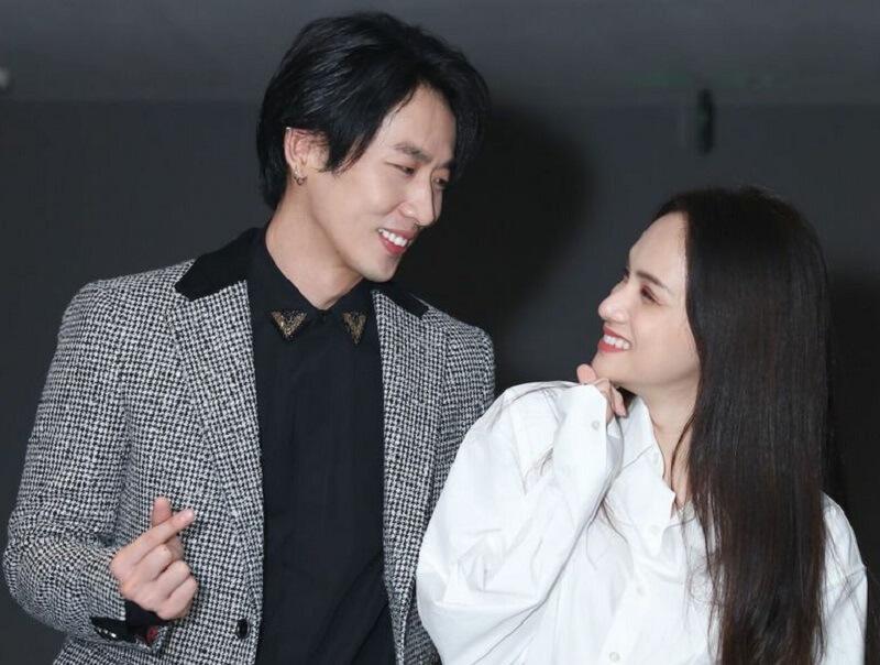 Tuấn và Hương Giang tình tứ ở buổi ra mắt phim