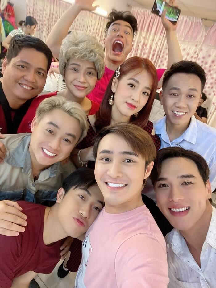 Thuận Nguyễn và các anh chị em diễn viên