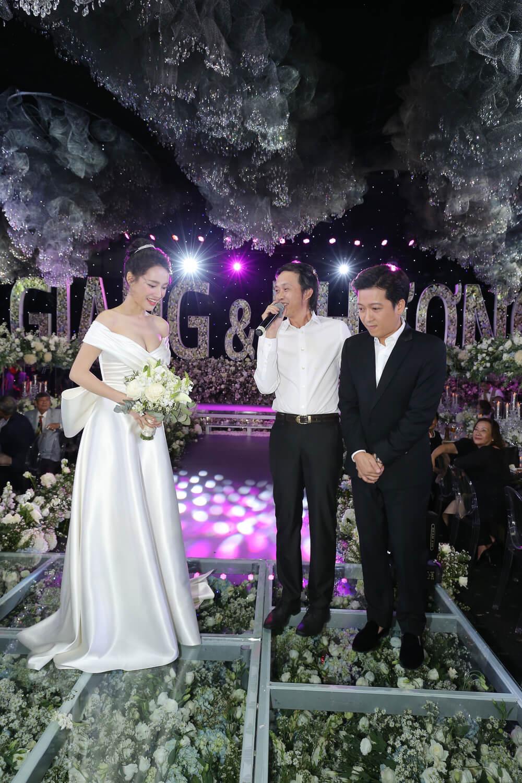 Cô trong đám cưới với Trường Giang và khách mời Hoài Linh
