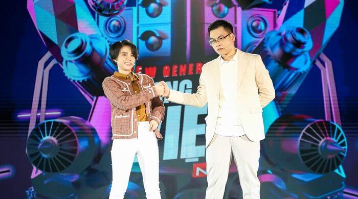 Hưng Cao và VCT trên sân khấu