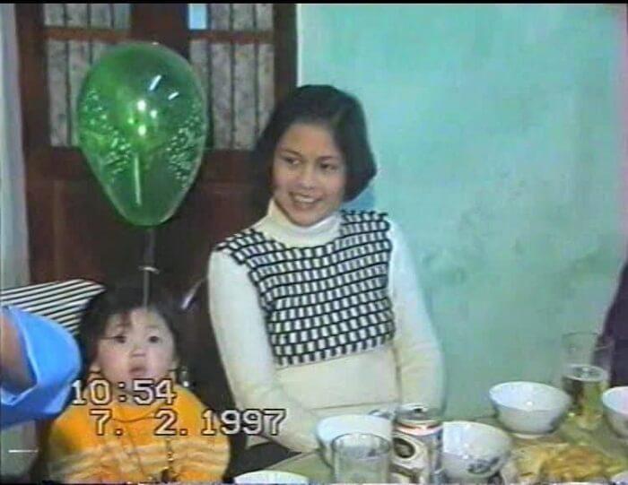 Hình ảnh lúc bé của Liz cùng với mẹ cô