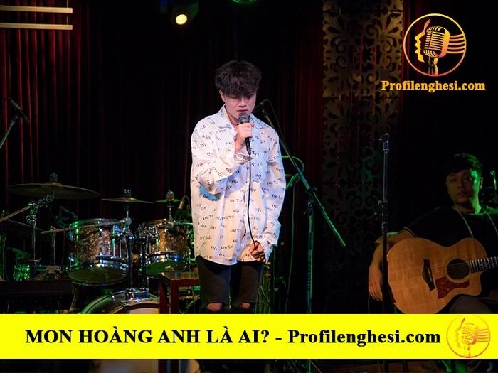 Sự nghiệp ca hát của Mon Hoàng Anh