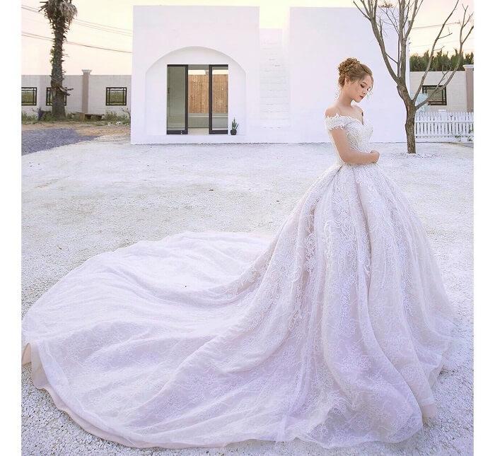 Váy cưới 28 tỷ của Xoài Non
