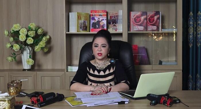 Những điều thú vị về bà Nguyễn Phương Hằng