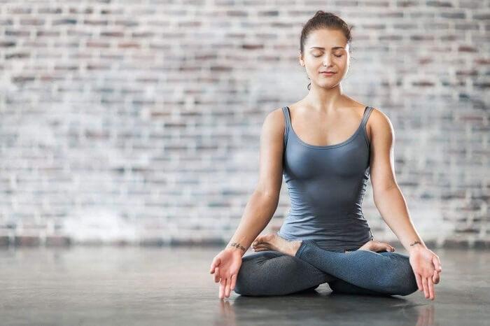 Tư thế ngồi đúng khi thiền Vipassana